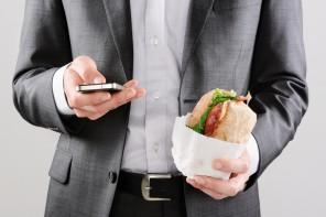 Déjeuner sur le pouce au bureau