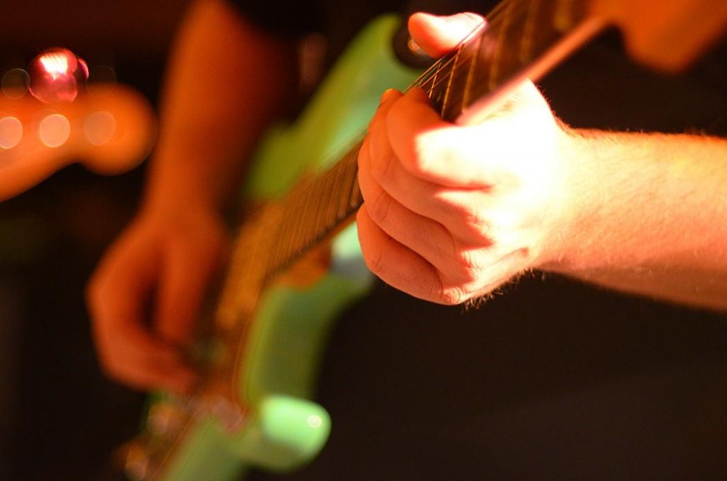 Pourquoi j'aime [la guitare, la moto, le whisky, les boutons de manchettes,...]